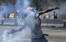 Prohíben gases lacrimógenos en protestas durante la pandemia