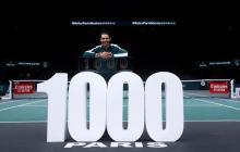 Rafael Nadal posa para destacar sus mil triunfos como tenista profesional.
