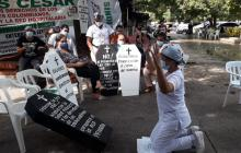 """""""Ni en las tiendas nos quieren fiar"""": trabajadores de hospital en Valledupar"""