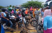 Comunidad del barrio Adonai se tomó la carretera en Tasajera por inundaciones