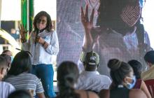 La ministra Mabel Torres en diálogo con comunidades.
