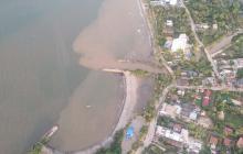 Emergencia en Coveñas por caída de una sustancia aceitosa al mar