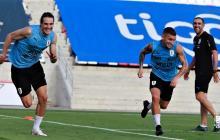 Édinson Cavani y Lucas Torreira sostuvieron un pique en el gramado del estadio Romelio Martínez.