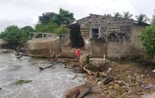 Por huracán Iota el mar amenaza con llevarse un colegio en Moñitos, Córdoba