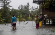 Furia del huracán Iota desprende techos e inunda calles en Nicaragua