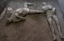 En video | Hallan y reconstruyen en Pompeya dos cuerpos con sus ropas
