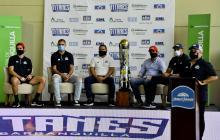 Titanes presentó el trofeo de campeón en el Elías Chegwin.