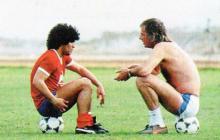 Menotti y Maradona, dos leyendas del fútbol argentino.
