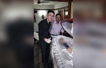¡Indignación! Empleados de funeraria se tomaron fotos con cuerpo de Maradona
