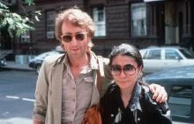 John Lennon junto a su compañera sentimental Yoko Ono.