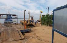 Ferry de Salamina opera con restricción tras socavación del puerto