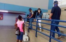 La Alcaldía informó que cada familia recibió ayuda humanitaria antes de salir del coliseo de combates.