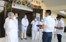 El alcalde de Montería, Carlos Ordosgoitia, cuando agradecía al personal médico y administrativo del Hospital San Jerónimo por la atención de la pandemia.