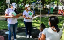 Las zonas verdes del Suri Salcedo se han convertido en improvisados consultorios psicológicos.