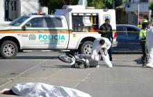 El cuerpo del señalado delincuente quedó tendido en medio de la vía.
