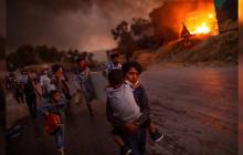 Niños refugiados de campo en llamas protagonizan Foto del Año UNICEF