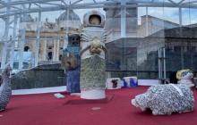 De horrible no bajan el pesebre del Vaticano que tiene hasta un astronauta