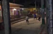 Riña callejera en Rebolo: machete, piedras y hasta disparos