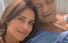 La actriz Paola Turbay junto a su padre Gabriel Turbay en la Fundación Cardio Infantil de Bogotá.