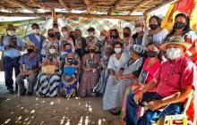 Grupo de líderes de diferentes comunidades wayuu en la entrega del informe a la Comisón de la Verdad.