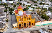 La Iglesia del Sagrado Corazón de Jesús (carrera 53 con 48) se construyó a principios del siglo XX.