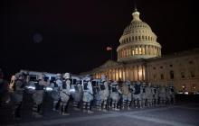 Soldados a las afueras del Capitolio tras las protestas.