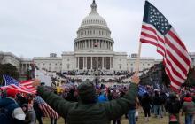 Líderes demócratas del Congreso piden la destitución de Trump