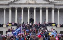 """Informe de FBI alertó de una """"guerra"""" en el Capitolio un día antes del asalto"""