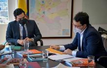 El director del DNP, Luis Rodríguez, y el gobernador del Magdalena, Carlos Caicedo, en su encuentro en Bogotá.