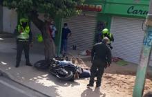 A bala repelieron atracadores en Fonseca y uno cayó en el cruce de tiros