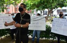 Transportadores escolares protestan por falta de trabajo