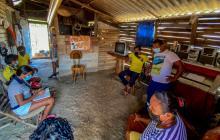 En una humilde vivienda de Campeche residen Alberto, Yamile y sus tres hijos, quienes no pueden estudiar.