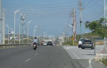 Hombre que iba en su motocicleta colisionó contra un poste y perdió la vida