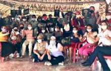 El momento más feliz y esperado: las 18 familias de Las Piedras con los títulos de propiedad en sus manos.