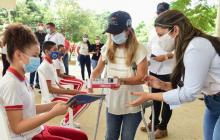 Gobernación seguirá entregando material a estudiantes