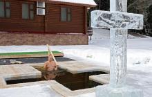 Putin se zambulle en agua helada en la Epifanía ortodoxa pese a la Covid-19