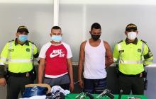 Policía captura a dos tras atraco a un bus