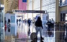 Cuarentena para los viajeros y uso de tapaboca en EE. UU.