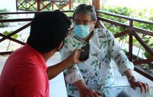 El corresponsal Jesús Solano con el fallecido ministro Carlos Holmes Trujillo.