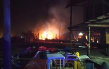 Incendio en Playa Blanca destruye seis cabañas