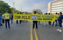 Protestantes de Baranoa con carteleras.