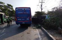 Choque entre un bus y un camión de gas pudo terminar en tragedia