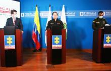 De izq. a der: Diego Molano Aponte, ministro de Defensa; Francisco Barbosa Delgado, fiscal General, y el general Jorge Luis Vargas, director de la Policía Nacional, durante una rueda de prensa desde Bogotá.