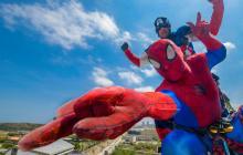 La deslizada de Spider-Man y el Capitán América por los niños con cáncer