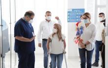 La gobernadora Noguera durante su visita al Hospital Universidad del Norte.
