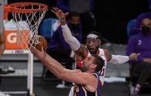 Marc Gasol de los Lakers y Robert Covington de los Portland Trailblazers.