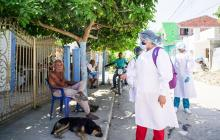 El rastreo y la vacunación casa a casa no se detienen en Sucre