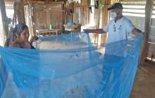 Entregan toldillos para familias afectadas por malaria en Montería