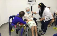 Cartagena comienza vacunación para población entre 60 y 79 años