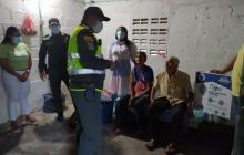 Policías apoyaron a pareja de abuelitos que vivían en condiciones deplorables